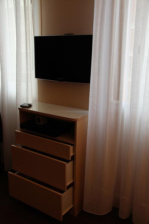 lignes et volumes meubles sur mesure with tablette dessus. Black Bedroom Furniture Sets. Home Design Ideas