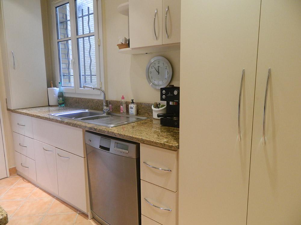 cuisine cache dans un placard ide pour luentree pose clefs etc avec placard chaussures manteaux. Black Bedroom Furniture Sets. Home Design Ideas